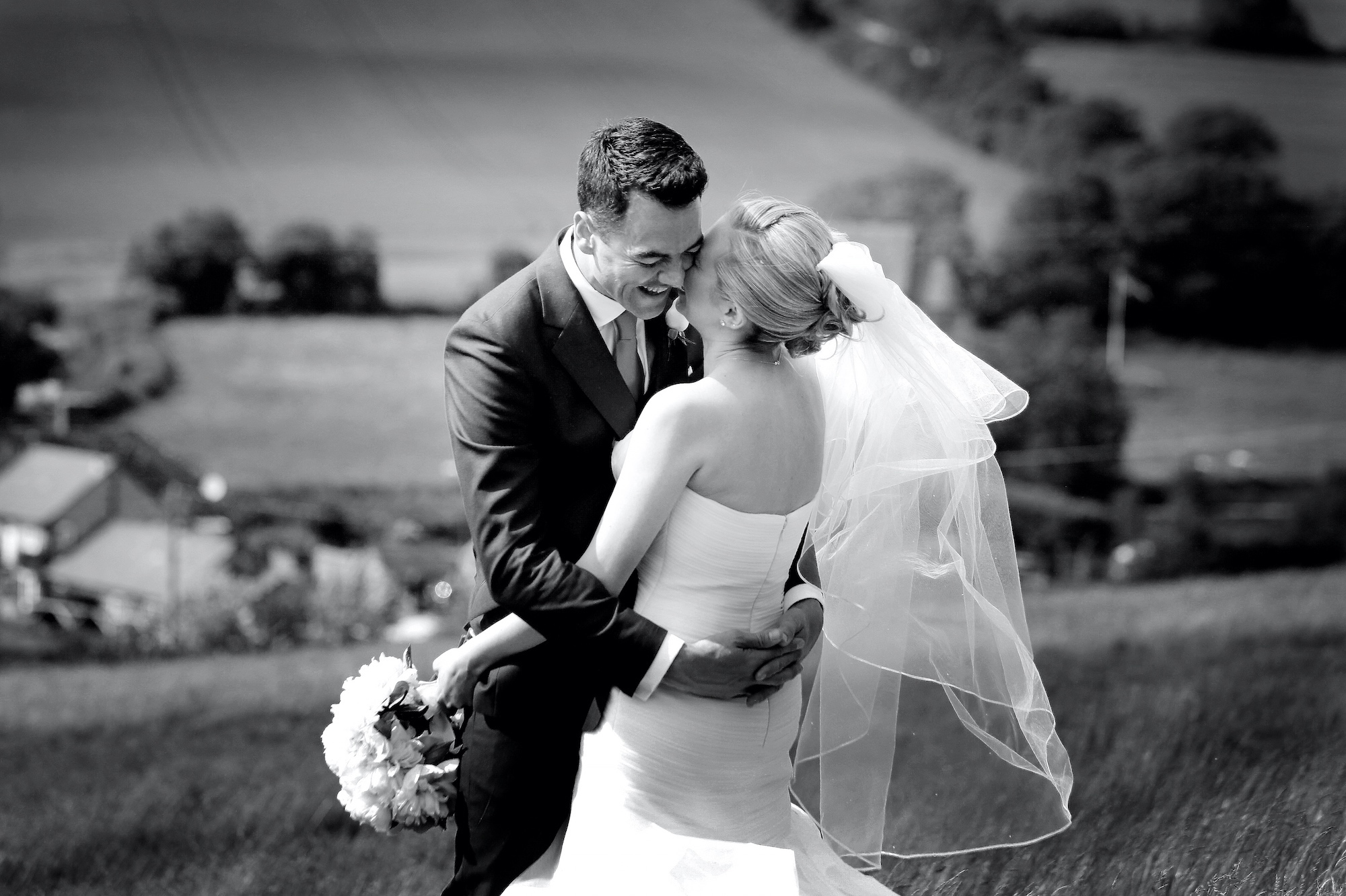candid wedding photography black and white